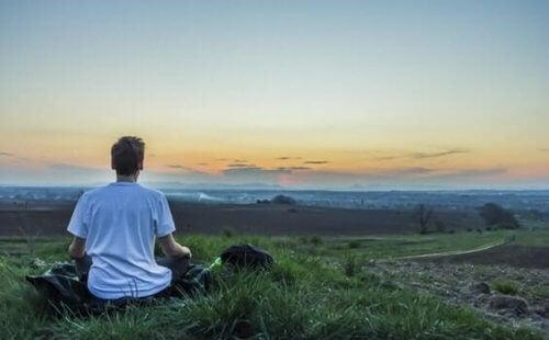 Miten pitää mieli keskittyneenä meditoinnin aikana?