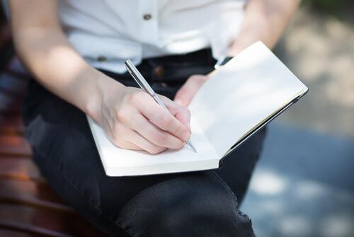 kirjoita ajatukset ylös