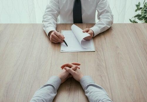 Ansioluettelon tekeminen: työhaastattelu