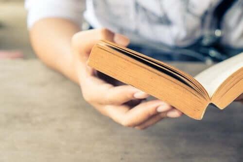 Kirjojen lukeminen on hyödyllistä