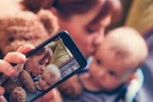 Sharenting: lapsen kuvien jakaminen sosiaalisessa mediassa
