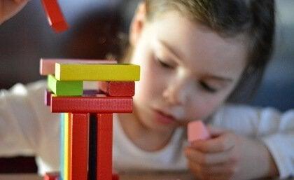 lapsi, palikat ja divergentti ajattelu