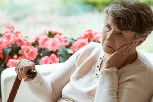 Vanhusten elämä: yksinäisyys vanhainkodissa