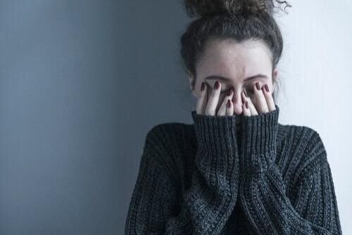 Viisi merkkiä masennuksen tunteiden peittelystä