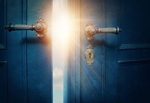 ovesta paistaa aurinko sisään