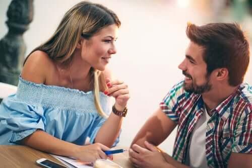 Emotionaalinen yhteys toisen ihmisen kanssa
