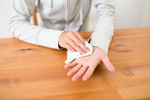 kädet hikoilevat