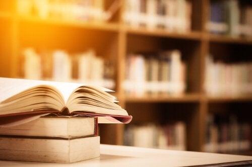 kirjat kirjastossa
