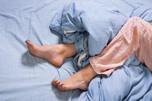 Levottomat jalat -oireyhtymä ja motorinen aivokuori