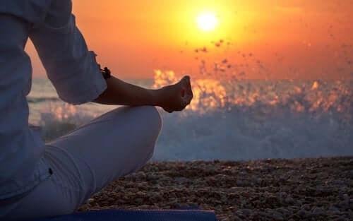 Meditaatio lisää elimistön kokonaisvaltaista hyvinvointia ja vähentää stressitasoja