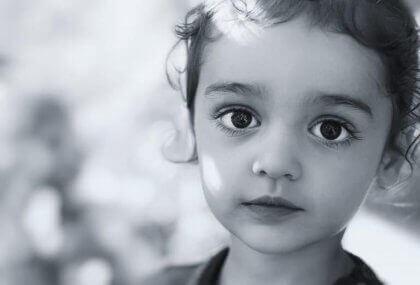Tottelevainen ja hiljainen lapsi ei aina ole onnellinen lapsi