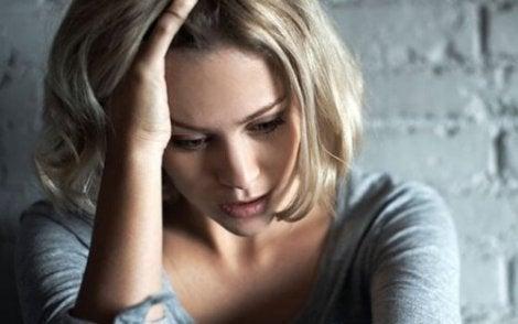 ahdistunut nainen