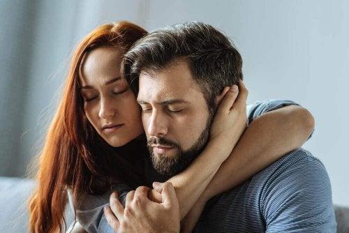 Emotionaalisesti riippuvaisen ihmisen on vaikea päästää irti