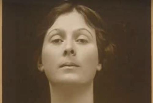 Isadora Duncan herätti kritiikkiä ja kohua aina nuoresta pitäen