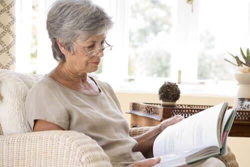 Kognitiivisen stimulaation keskeisimmät harjoitukset auttavat ehkäisemään aivojen rappeutumista myös kotoa käsin