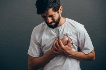 Kärsitkö ahdistuksen aiheuttamasta rintakivusta?