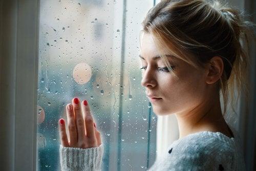 Negatiivisten tunteiden hyväksyminen on tärkeää mielenterveydelle