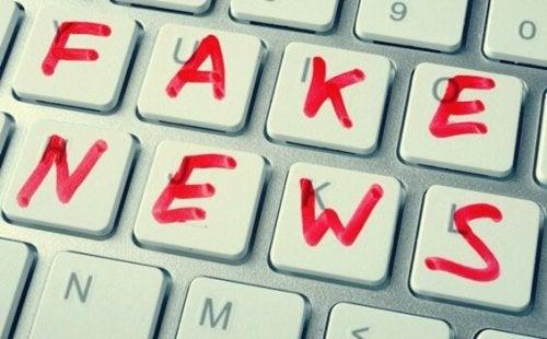 Totuuden jälkeinen aika ja valheelliset uutiset Noam Chomskyn mukaan