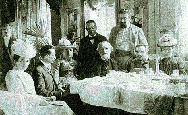 Giuseppe Verdi ihmisten ympäröimänä