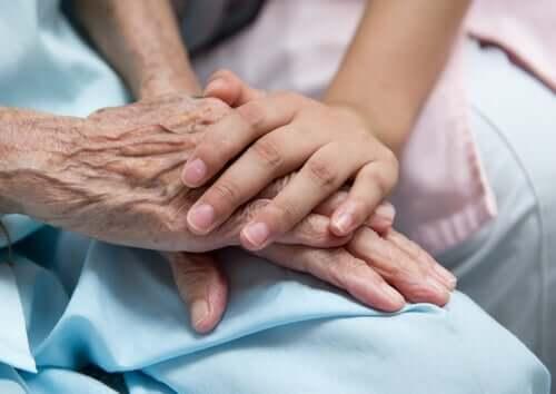 Omaishoitaja tarjoaa seuraa ja apua