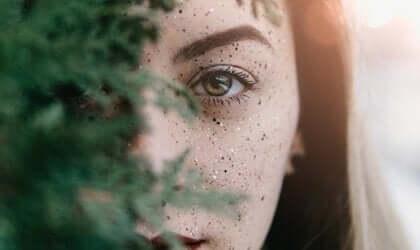 naisen kasvot