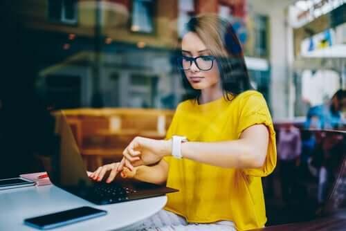 Työnarkomaanin tulisi löytää erilaisia keinoja stressin- ja ajanhallintaan