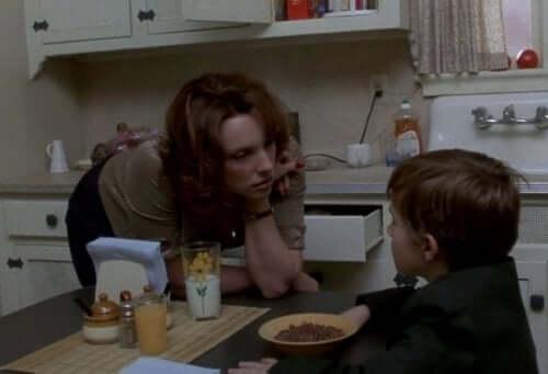 äiti ja poika elokuvassa Kuudes aisti