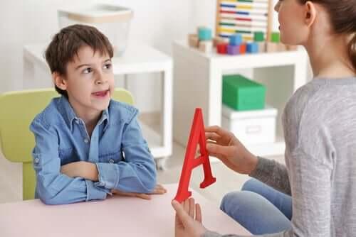 Kielelliset erityisvaikeudet lapsuuden aikana