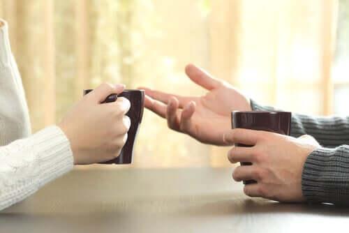 Geoffrey Beattie on tullut tunnetuksi työstään sanattoman eli nonverbaalisen viestinnän parissa