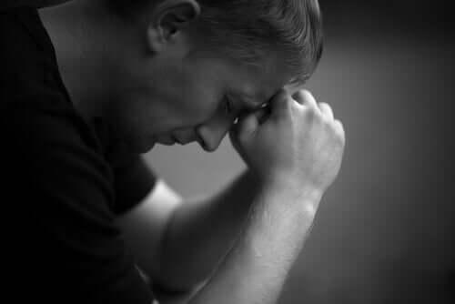 surullinen mies
