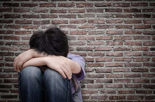 Poikiin kohdistuva seksuaalinen hyväksikäyttö jättää syvät arvet
