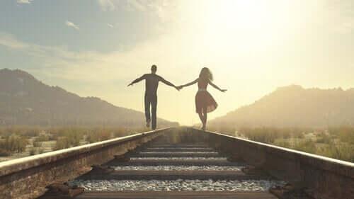 Kuinka saada itsenäisyyttä parisuhteessa