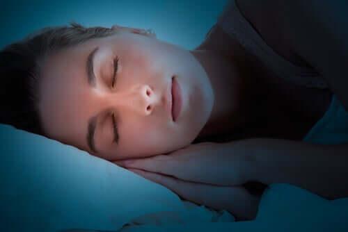 Unen laadun parantamiseksi voimme noudattaa erilaisia rutiineja, jotka auttavat rentoutumaan ja edistämään levolle valmistautumista