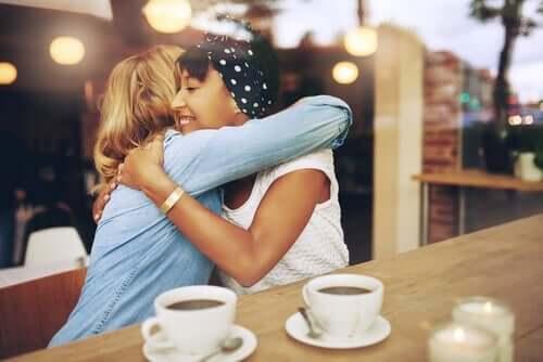 Ystävyydet ovat tärkeitä myös parisuhteessa