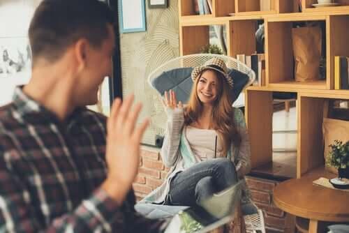 Tervehdyksen tyypit ovat mielenkiintoisia yksityiskohtia, joita käytetään ihmisten välisissä kohtaamisissa sen sosiaalis-kulttuurisen tilanteen mukaan, johon ne kuuluvat