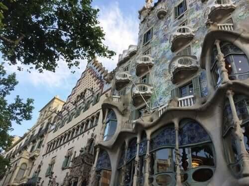 Antoni Gaudí sai arkkitehtuuriinsa inspiraatiota luonnosta