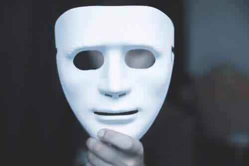 Valkoiset valheet, pakonomaiset valheet ja patologiset valheet - kuinka ne eroavat toisistaan?