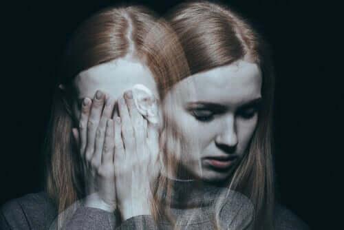 Sensorinen deprivaatio aiheuttaa hallusinaatioita.
