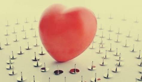 Sydän nastojen päällä.