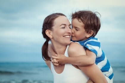 Äidin ehdotonta rakkautta lastaan kohtaan.
