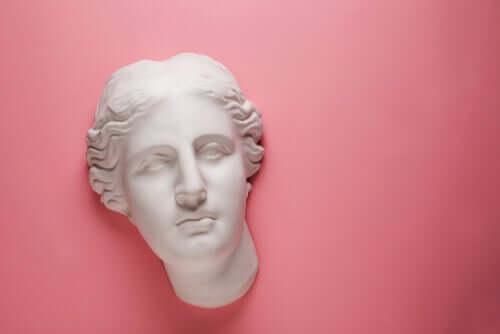Afrodite oli kreikkalaisessa mytologiassa kauneuden ja seksuaalisen rakkauden jumalatar, jonka uskomaton kauneus hurmasi niin muut jumalat kuin kuolevaisetkin