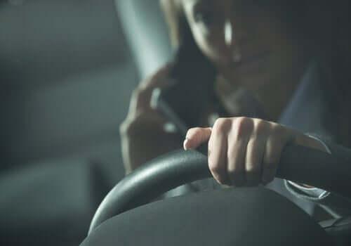 Auto-onnettomuus ja sen riski ovat läsnä jokaisena tiellä vietettynä hetkenä, ja se voi osua omalle kohdalle minä hetkenä hyvänsä