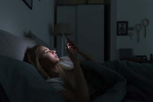 Elektronisten laitteiden ja unihäiriöiden välinen yhteys