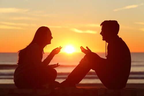 Ihmiset käyttävät puhetta tuodakseen esille omia ideoitaan, tunteitaan ja tunnetilojaan