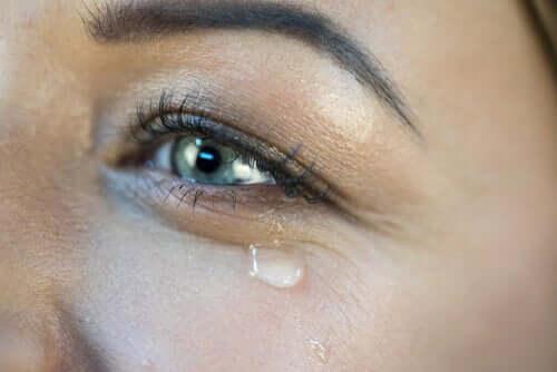 Miksi itkemme onnesta?