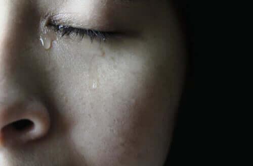 Aivan kuten itkemme surusta ja pahasta olosta, voimme myös itkeä onnesta ja muista positiivisista ja miellyttävistä tunteista