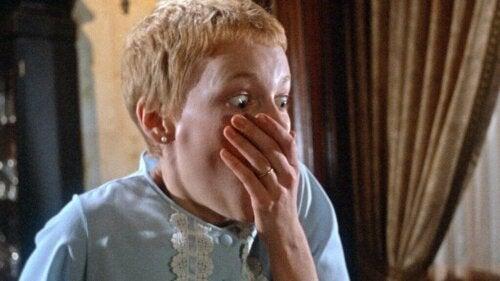 Rosemaryn painajainen on elokuva, joka vie katsojat matkalle fantastian ja järjen välimaastoon