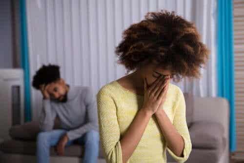 Kymmenen käskyä, joilla käsittelet parisuhteen konflikteja