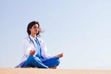 Emotionaalinen sääntely terveydenhuoltoalalla