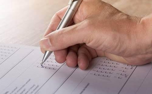 Robert Haren psykopatian testiä sovelletaan puolittain jäsennellyissä haastattelussa, jossa ammattilaisen on annettava 0–2 pistettä jokaisesta kysymyksestä